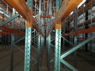 מדפים לאחסנה כבדה לפי מידות המחסן
