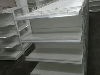 מדפי תצוגה לסופרמרקטים