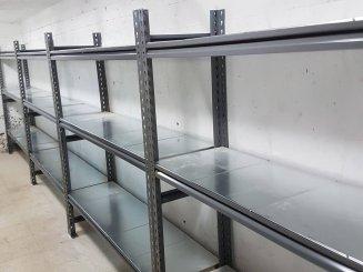 מדפים איכותיים למחסן לאחסנה קלה